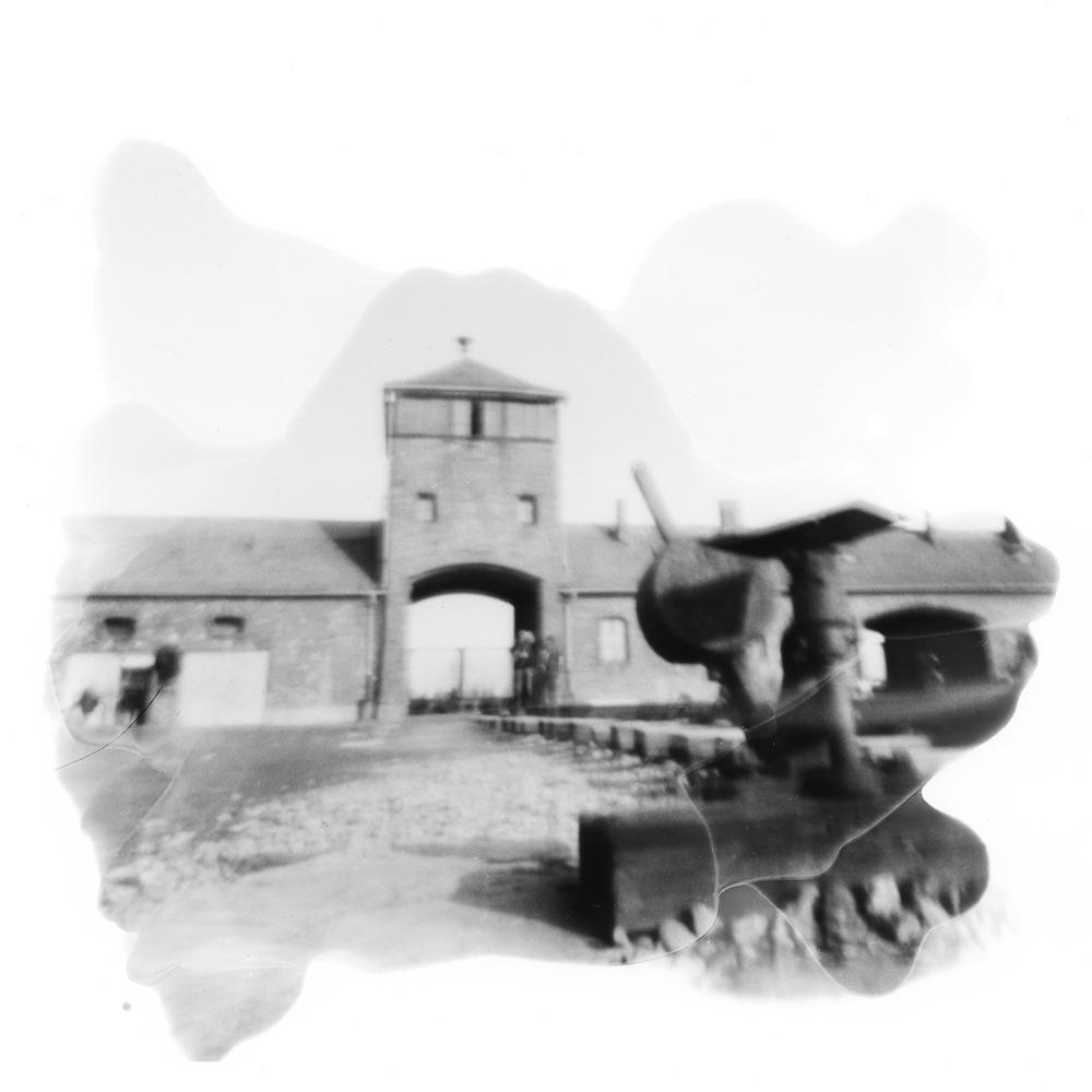 """Matthias Hagemann """"100 Kilometer - Mit der Camera Obscura auf den Spuren der Todesmärsche von Auschwitz 1945"""", 2015, Bartyprint, 15 x 15 cm, gerahmt 30 x 30 cm"""